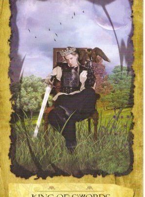 Lá King of Swords - Mystic Dreamer Tarot 1