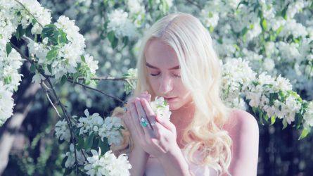 Hình Ảnh Lắng nghe các sao nữ chia sẻ về hương nước hoa yêu thích - Làm Đẹp Kênh Kiến Thức Và Tri Thức