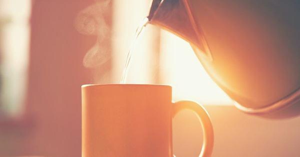 Uống nước ấm vào sáng sớm giúp bạn thu về 6 lợi ích đáng ngạc nhiên cho sức khỏe - Kiến Thức Chia Sẻ 1